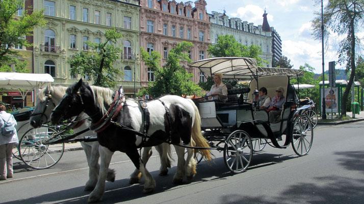 Sonntag: Stadtrundgang durch Karlsbad