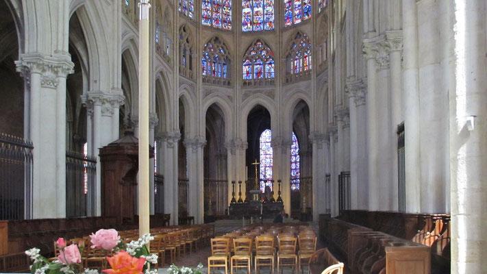 Sonntag: Kathedrale von Tours, innen