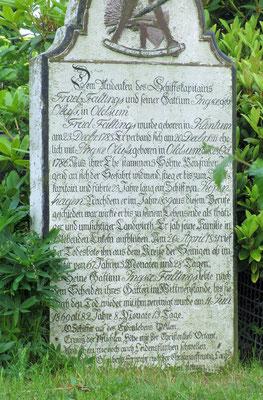 Mittwoch: Ein sprechender Grabstein mit einem kurzen Lebenslauf des Verstorbenen.