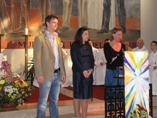 Firmbegleiter Barbara Ranftl, Marianne Sanytr und Berni Rambauske stellen ihre Firmlinge vor.