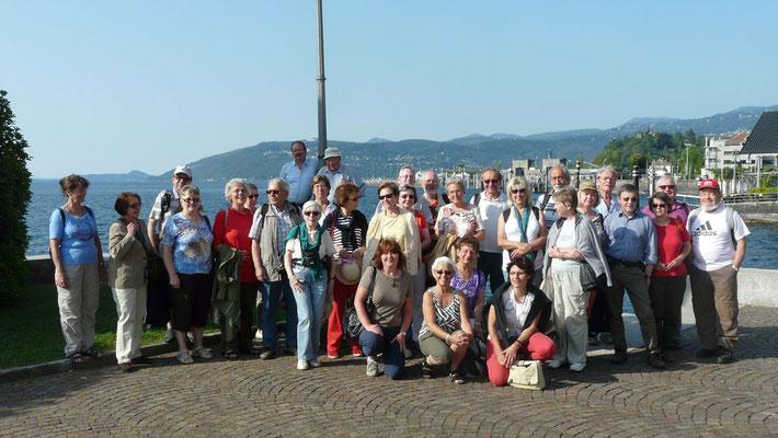 Donnerstag: Gruppenfoto vor dem Hotel in Verbania am Lago Maggiore