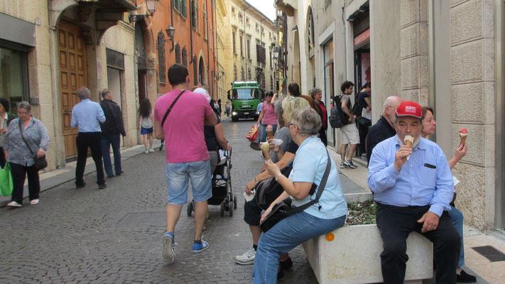 Samstag: Verona, Eispause nach Stadtrundgang