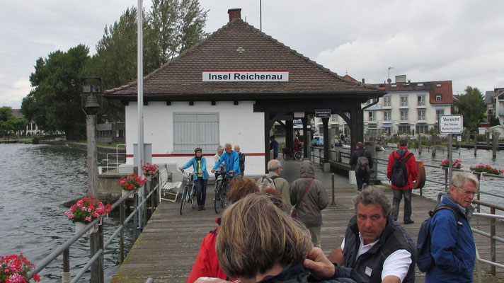 Sonntag: Landung mit der Fähre in Mittelzell auf der Insel Reichenau.