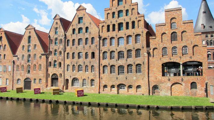 Dienstag: Alte Salzspeicher in Lübeck. Hier wurde früher das Salz zum Konservieren von Fischen gelagert.