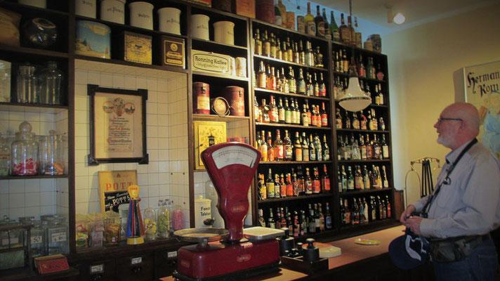 Donnerstag: Im Flensburger Schifffahrtsmuseum befindet sich dieser Original Kolonialwaren Laden von CC Petersen.