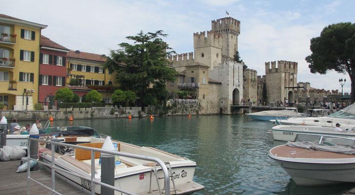 Montag: Hafen Castello in Sirmione am Gardasee