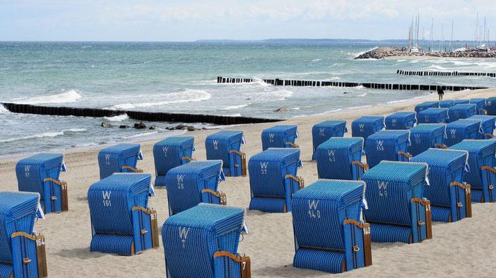Freitag: Dort kann man für 10 € pro Tag Strandkörbe mieten.