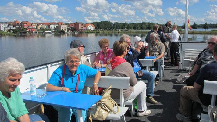 Sonntag: Schiff-Rundfahrt auf der Mecklenburgischen Seenplatte von Malchow nach Waren.