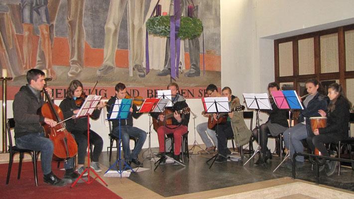 Zweiter Adventsonntag, es spielt die Jugendgruppe aus Maria Namen