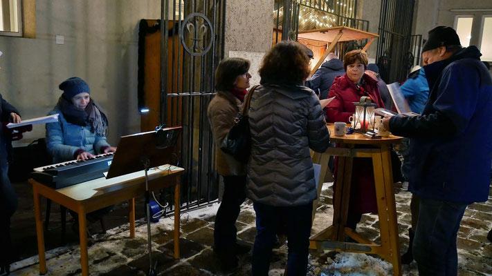 Erster Adventsamstag, Mitsingkonzert mit Kathi Cerny