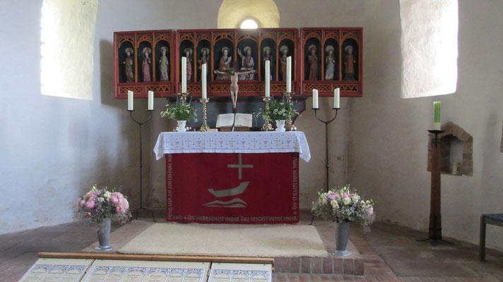 Mittwoch: Spätgotischer Flügelaltar aus dem 15. Jahrhundert in der St.Johannis Kirche auf der Insel Föhr.