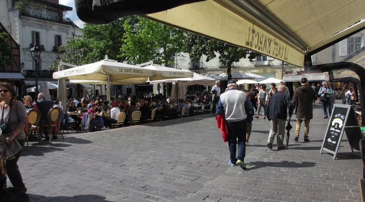 Sonntag: Place Plumereau in Tours