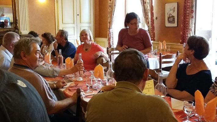 Montag: Sarlat-le-Caneda Abendessen im Restaurant