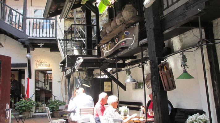 """Donnerstag: Mittagessen im Krusehof in der """"Roten Straße"""" von Flensburg."""