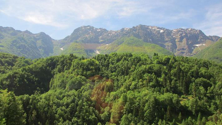 Mittwoch: Bahnfahrt durch die Centovalli (Hundert Täler) im Tessin in der Schweiz