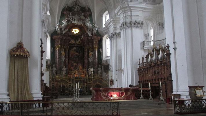 Donnerstag: Schlosskirche der Benediktinerabtei in Weingarten.