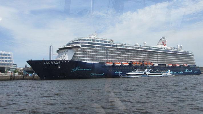 Dienstag: Hier landet gerade ein Kreuzschiff in Hamburg.