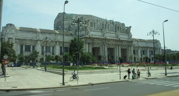 Samstag: Mailand, Zentralbahnhof