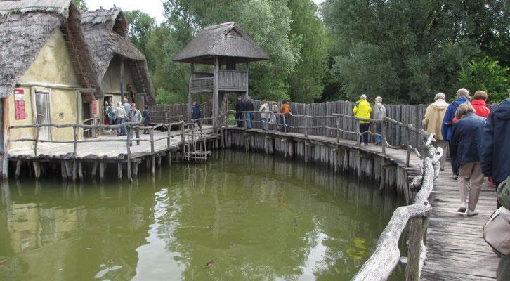 Samstag: Die Pfahlbauten in Unteruhldingen gehören zum Weltkulturerbe.