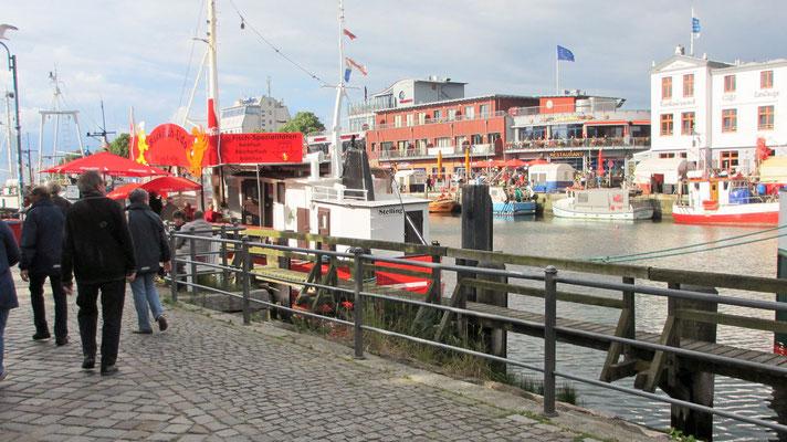 Freitag: Hafen in Warnemünde.