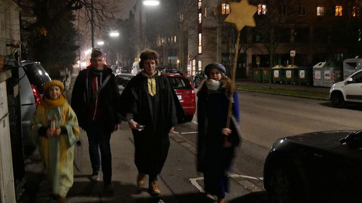 Dritter Tag: Unterwegs auf der Wilhelminenstraße (bis spät abends).