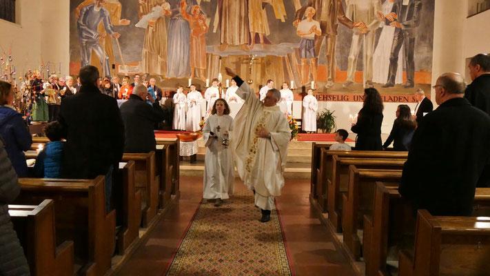 Auferstehungsfeier am Ostersonntag  um 5:00 Früh, Segnung der Gemeinde