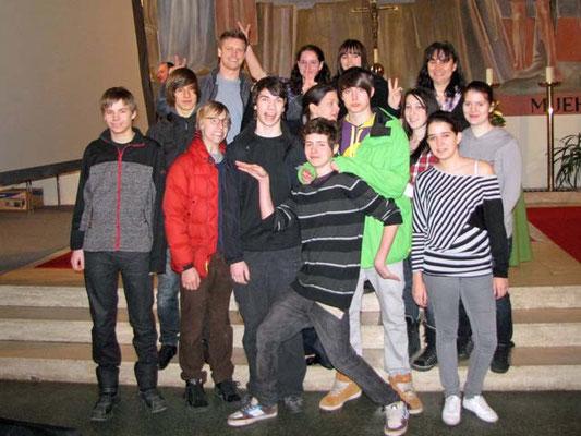 Gruppenfoto der 11 Firmkandidaten mit den 4  Firmbegleitern. Zwei Jugendliche fehlten leider.