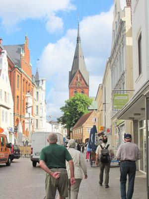 Donnerstag: Altstadt von Flensburg, im Hintergrund die Marien Kirche.