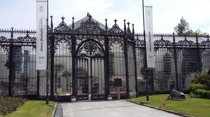 Montag: Besichtigung des im Windsor Stil erbauten Schlosses in Hruboka