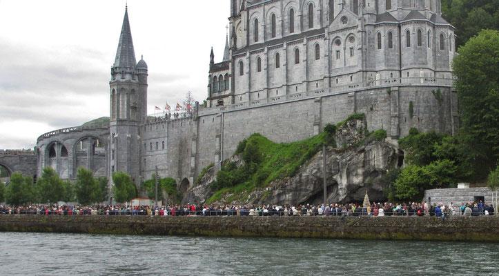 Samstag: Lourdes, Lichterprozession (1 von 2)