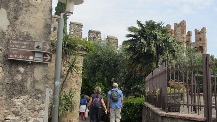 Montag: Stadtrundgang in Sirmione am Gardasee