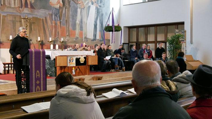 Dritter Adventsonntag, Quo-Vadis Team gestaltet die Messe.