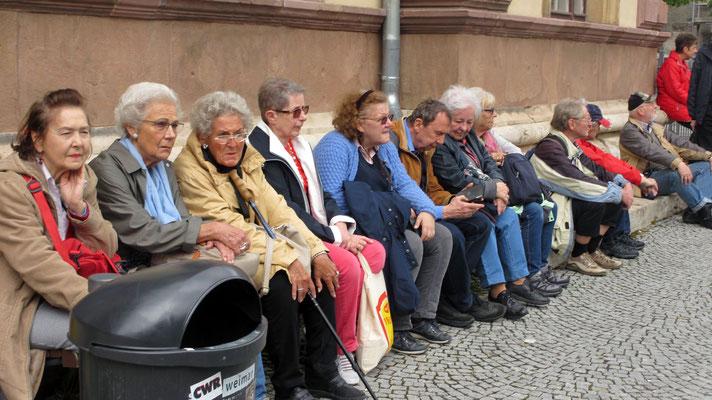 Dienstag: Warten auf den Bus von Weimar nach Apolda