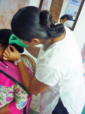 Unterstütztes Projekt Barefoot Acupuncturists Mumbai Indien Akupunktur Behandlung