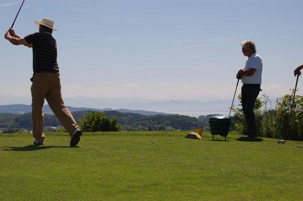 Golfclub Owingen-Überlingen mit traumhafter Sicht auf den Bodensee