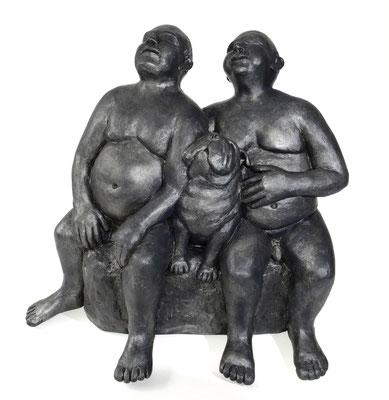 38  Zwei Männer mit Hund  2016  52x38x50cm   Gips/Acryl patiniert   Verkauf nur in Bronze