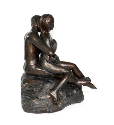 10  Paar auf Felsen  2011  37x24x40cm   Gips/Acryl patiniert   Verkauf nur in Bronze