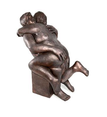 22  Frau mit Mann  2012  55x52x58cm   Gips/Acryl patiniert   Verkauf nur in Bronze