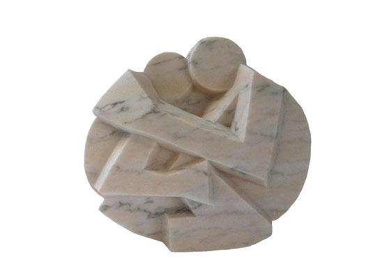 23  Mutter mit Kind  2012  30x16x27cm   Marmor