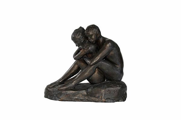 9  Sitzendes Paar  2011  35x21x33cm   Gips/Acryl patiniert   Verkauf nur in Bronze