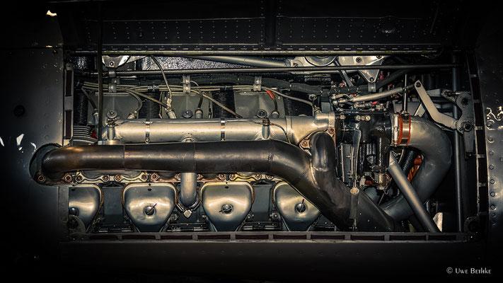 Argus As 10 (1936), luftgekühlter 8-Zylinder-V-Reihenmotor, Startleistung 240 PS, Hubraum 2,6 Liter, Einsatz u. a. bei der Messerschmitt Bf 108 Taifun