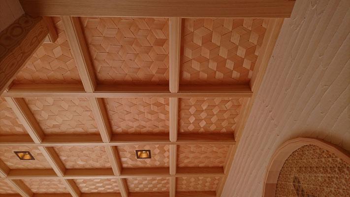 公募型木のまちづくり事業_新築:格天井は板は桧網代で手編み