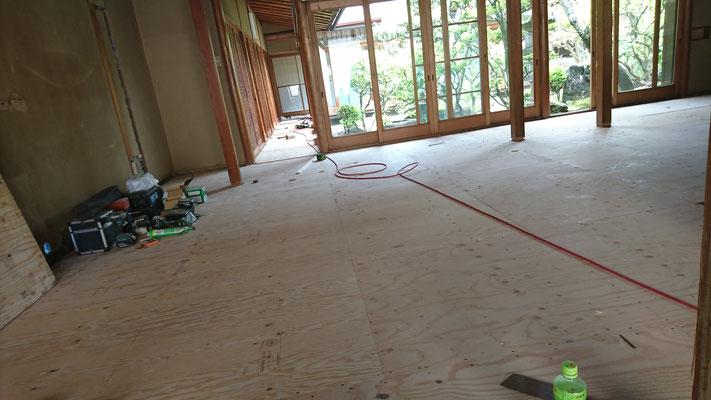 床板合板の捨て貼り