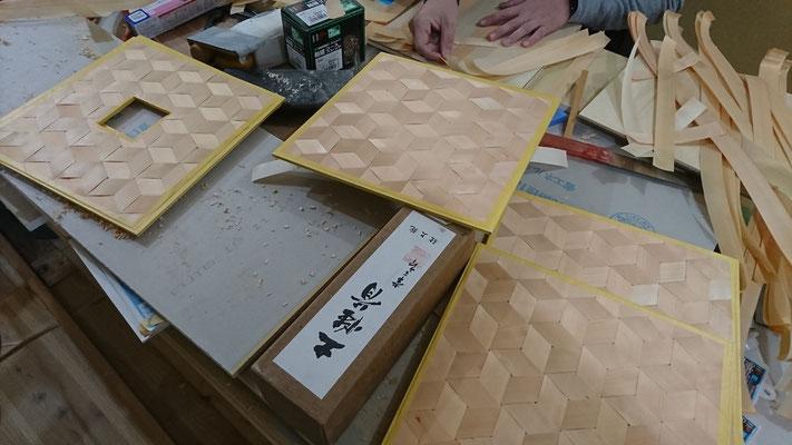 公募型木のまちづくり事業_新築:府産材桧で網代造作中
