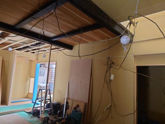 京町家改装工事_既存梁はそのままで天井板は杉で新設