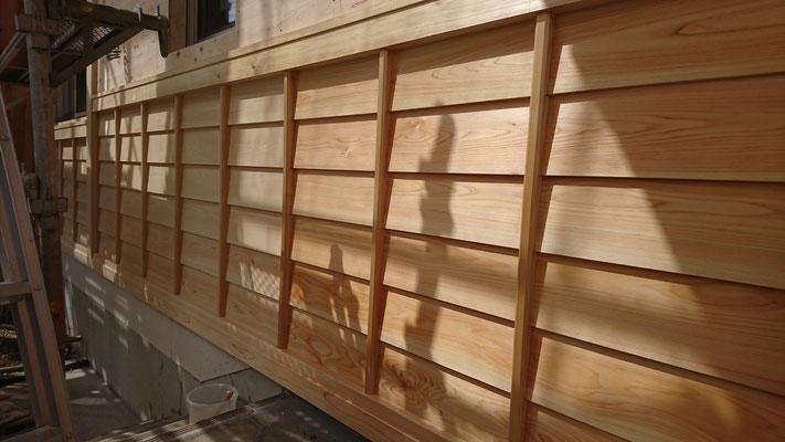 公募型木のまちづくり推進事業_府産材桧上小で造作加工した鎧貼り及び化粧板施工後