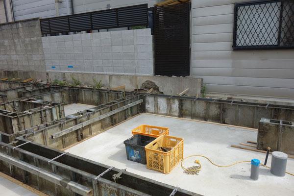 木のまちづくり事業_新築基礎工事コンクリート施工中