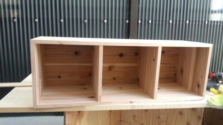 無垢材杉で収納棚作製