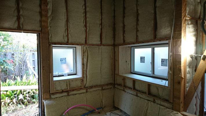改装工事_浴槽設置前羊毛断熱材施工完了
