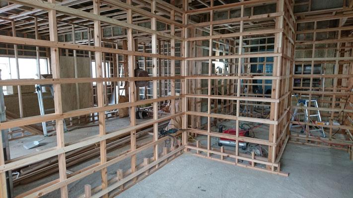 公募型木のまちづくり推進事業_内部造作:胴縁施工中